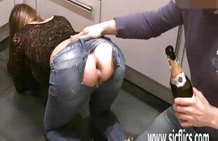 Chica obtiene lengua hentai doblaje latino de coño follada sobre una mesa por un chico