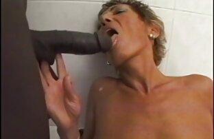 Chico mira a su novia pelirroja hentai porno audio latino chupando la polla de sus amigos