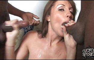 Joven puta blanca se arrodilla para darle a un porno hentay en español latino semental negro una mamada increíble